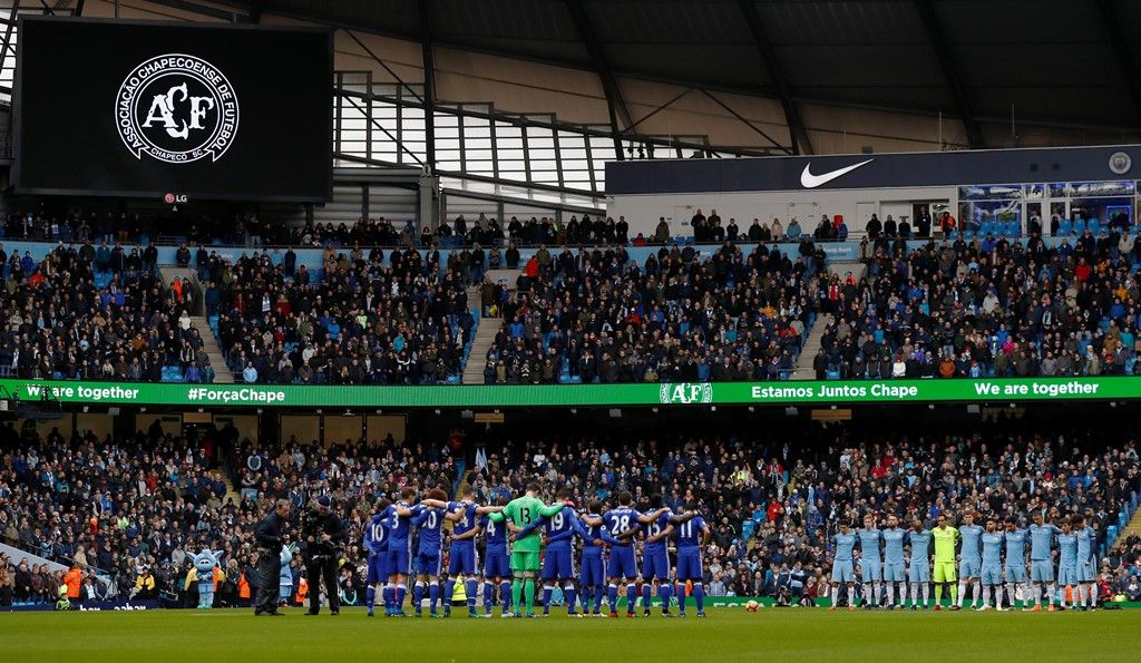 Após homenagens à Chapecoense, Chelsea vira sobre o City