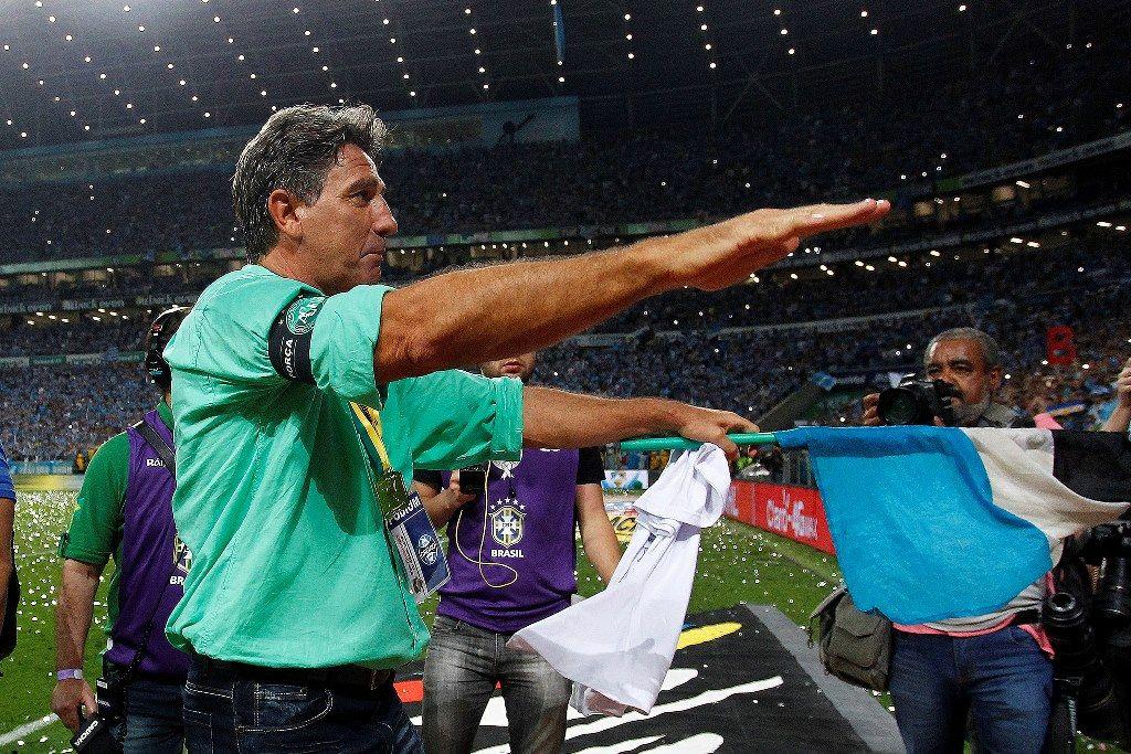 9323c68b21989 Renato Gaúcho comemora o título   Lucas Uebel Grêmio