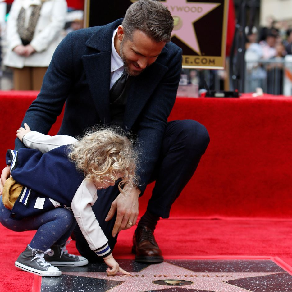 Ryan Reynolds inaugura estrela na Calçada da Fama
