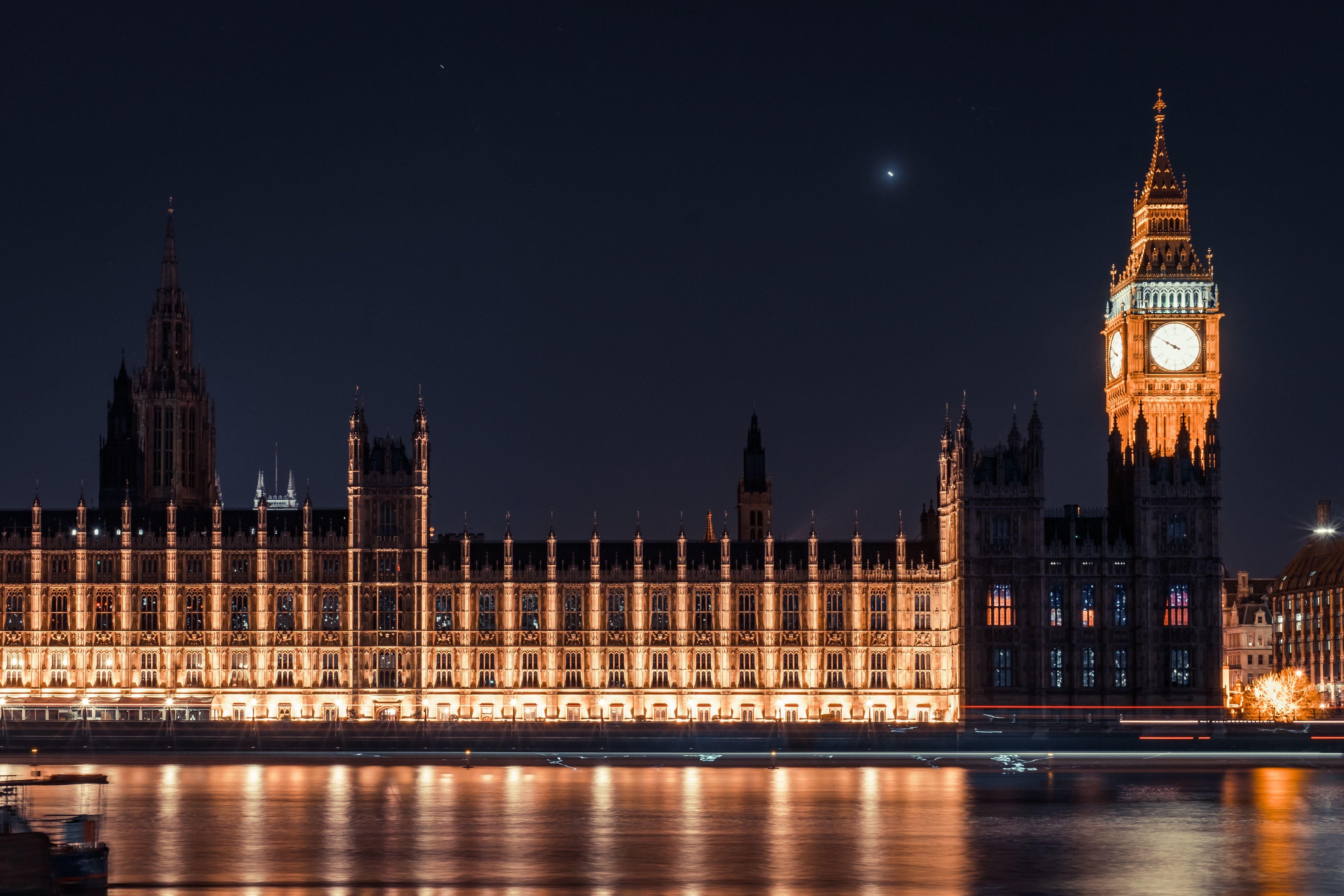 1aa0afc457f Big Ben é o apelido dado ao Grande Sino do relógio situado na torre do  Palácio de Westminster - sede do Parlamento britânico Samuel Zeller Unsplash