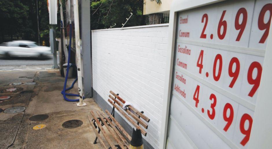 Preço do litro da gasolina dispara e supera os R$ 4 em SP