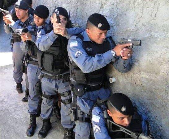 Os policiais estão a postos! / Divulgação - Band