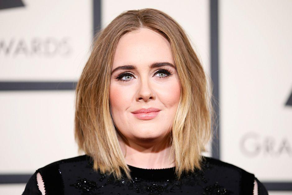 Adele confirma em show: Eu sou casada agora