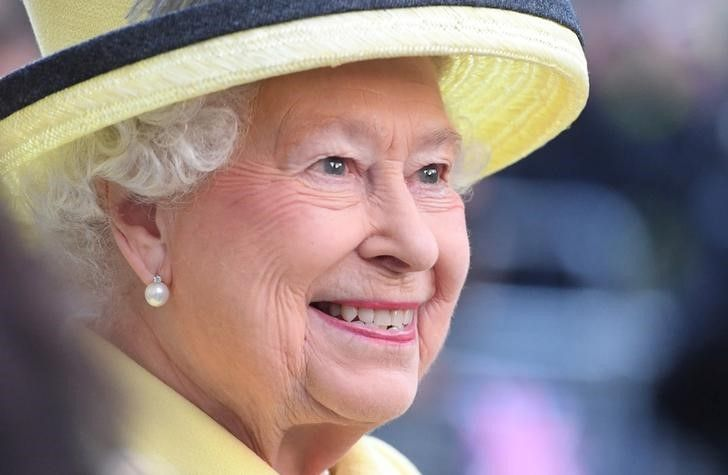 Rainha Elizabeth II adota cão de funcionário que morreu