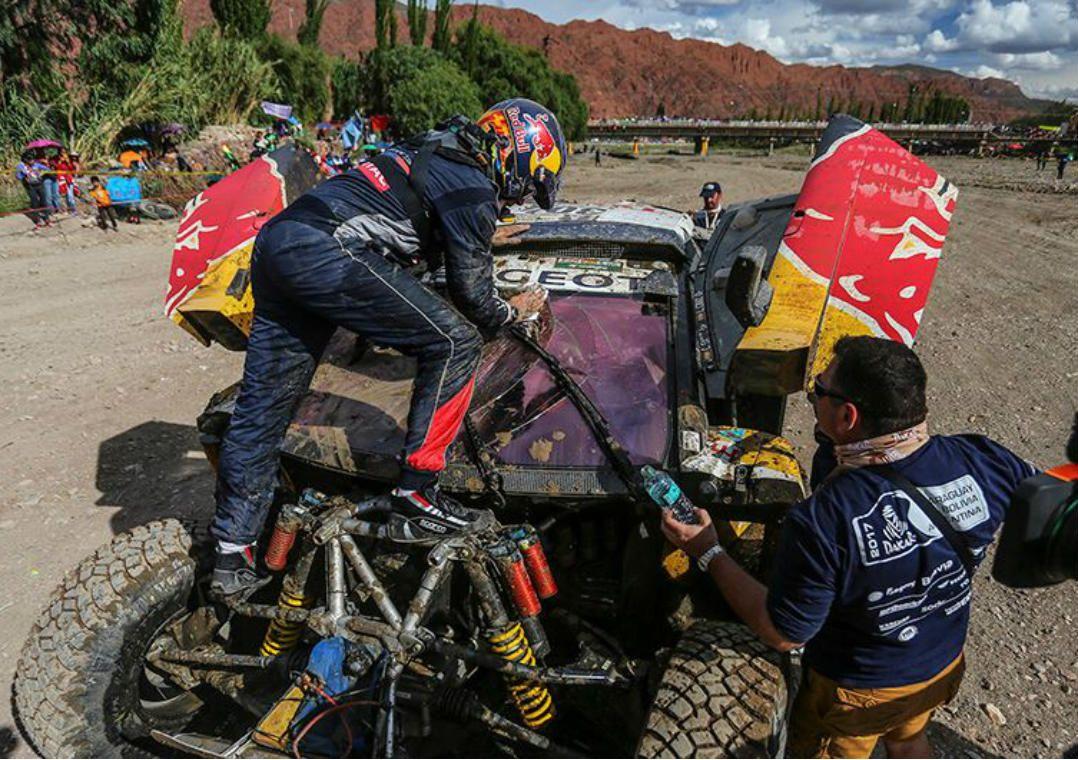 Após acidente, Carlos Sainz abandona o Dakar