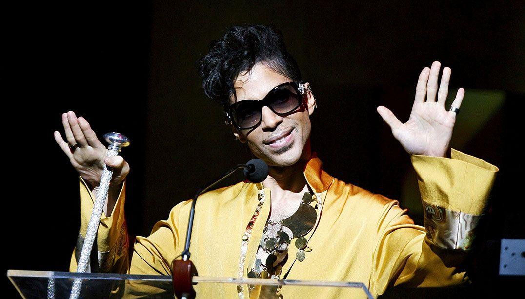 Novas músicas de Prince são lançadas um ano após morte do cantor