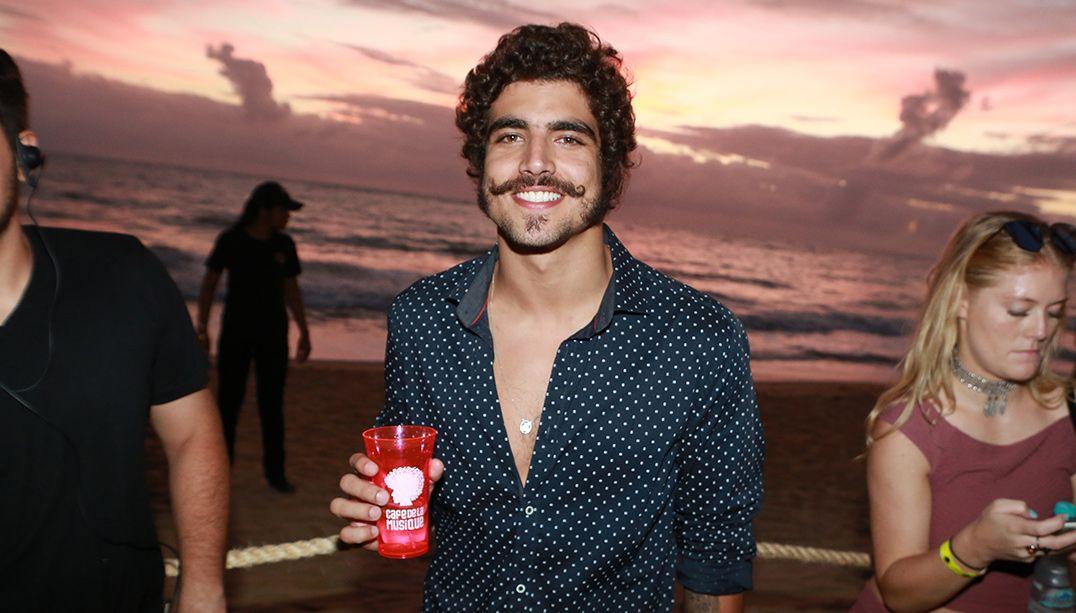 Caio Castro se pronuncia após agressão a fotógrafo