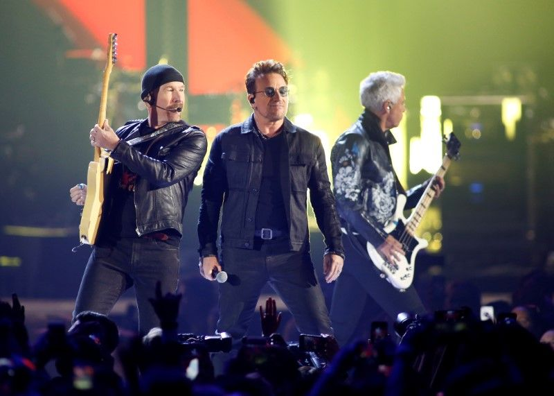 Bono, The Edge e Adam Clayton em Las Vegas / Steve Marcus/Reuters