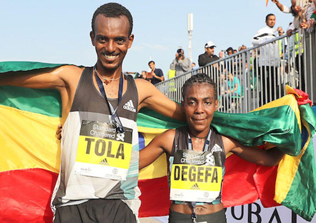 Bekele abandona e vê compatriota levar Maratona de Dubai