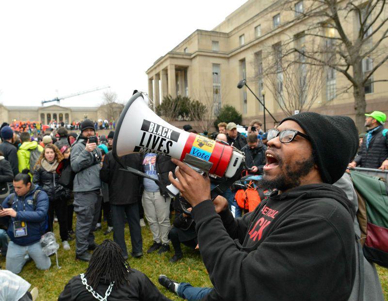 Posse de Trump: Manifestações geram confronto em Washington