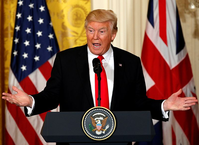 Democrata diz que Trump se comporta como ditador ao criticar imprensa