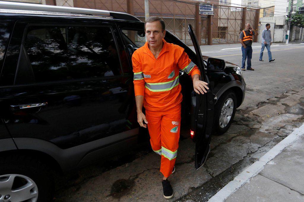 Doria chega ao local para iniciar os trabalhos da operação Cidade Linda deste sábado / Nelson Antoine/FramePhoto/Estadão Conteúdo