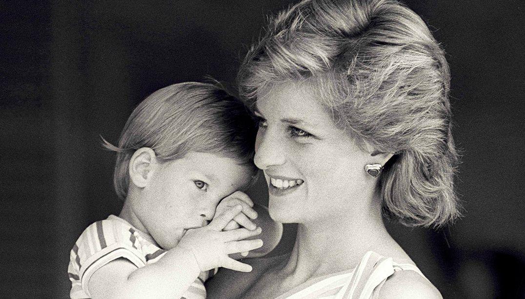 Diana e o príncipe Harry em 1988