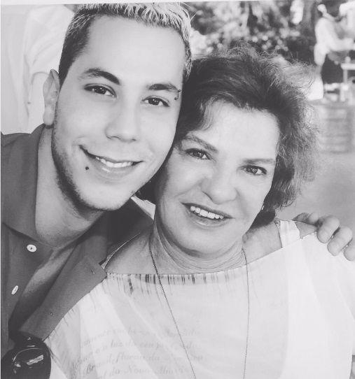 Christian Chavez, do RBD, presta homenagem a Marisa Letícia