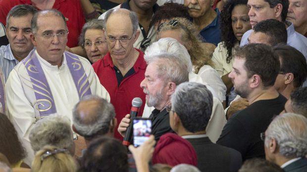 Lula recebeu apoio de centenas de personalidades e populares / Marcelo Gonçalves/Estadão Conteúdo