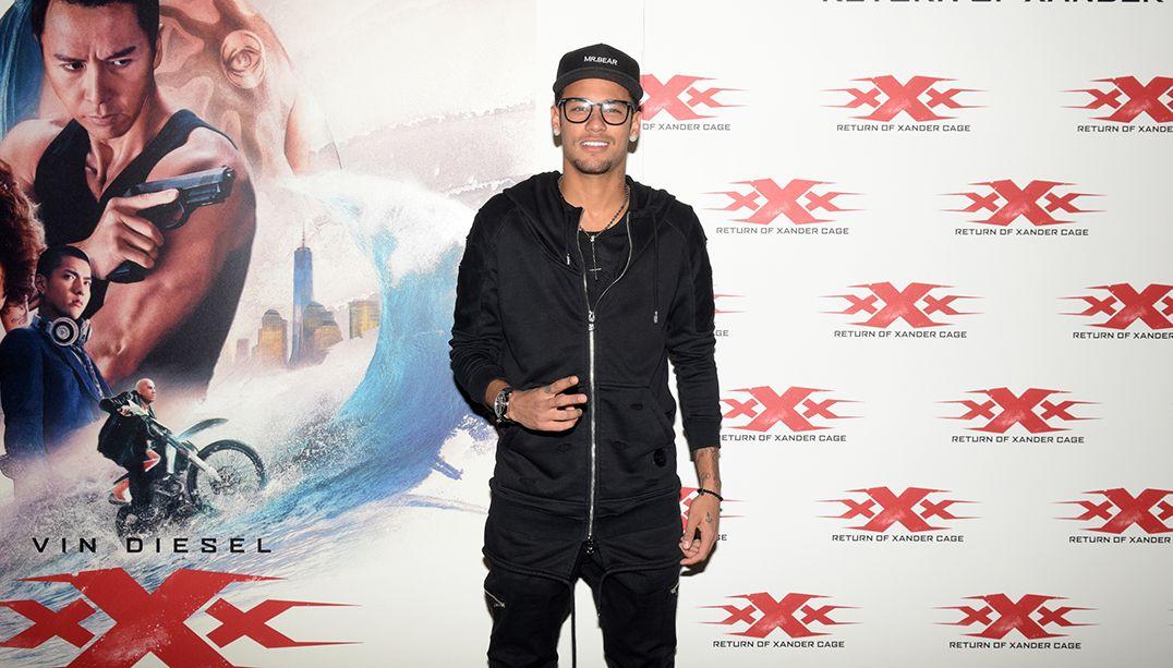 Neymar leva Marquezine para sessão de xXx: Reativado