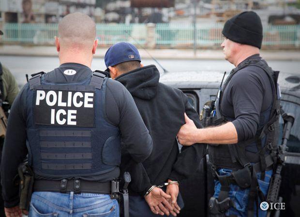 Resultado de imagem para agentes do departamento de imigração eua