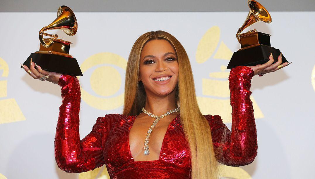 Grávida de gêmeos, Beyoncé usou colar milionário em premiação