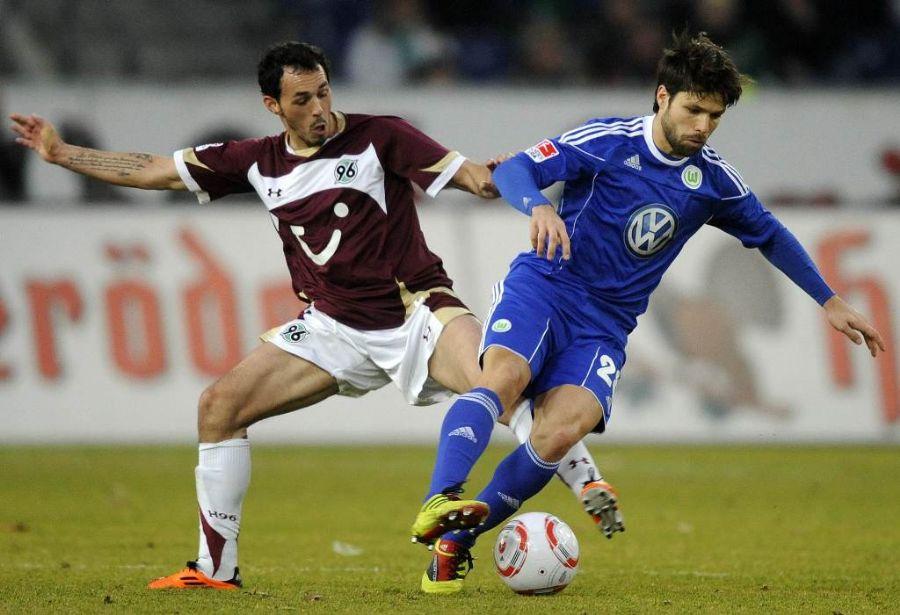 Diego (à dir.) está fora do próximo jogo do Wolfsburg pelo Campeonato Alemão