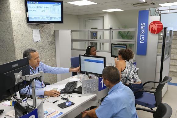 Liberação do dinheiro começará neste sábado, dois dias antes do previsto / Fabio Rodrigues Pozzebom/Agência Brasil