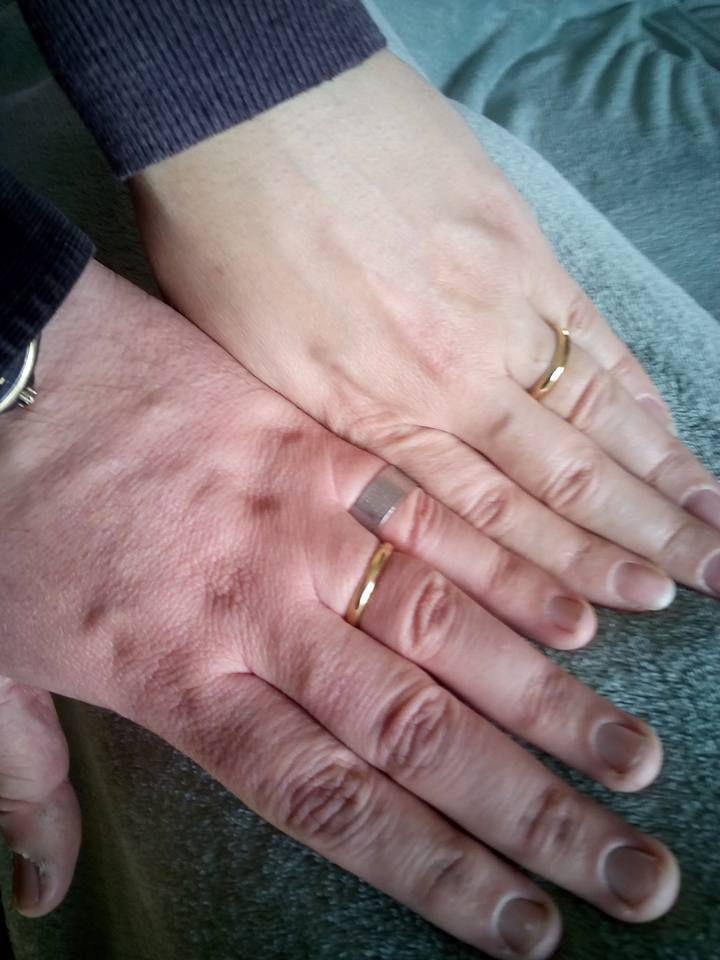 Vítimas de tremor na Itália ajudam casal a recuperar alianças