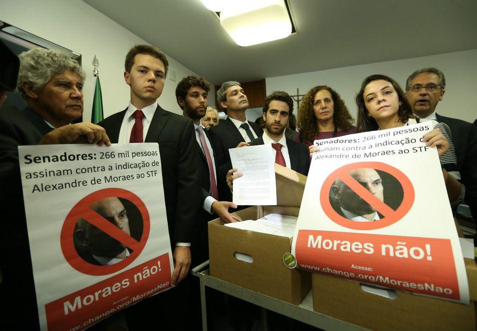STF: Estudantes apresentam 270 mil assinaturas contra Moraes
