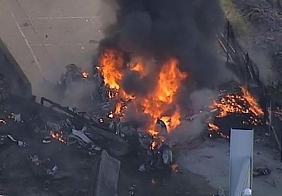 Avião cai sobre shopping center na Austrália