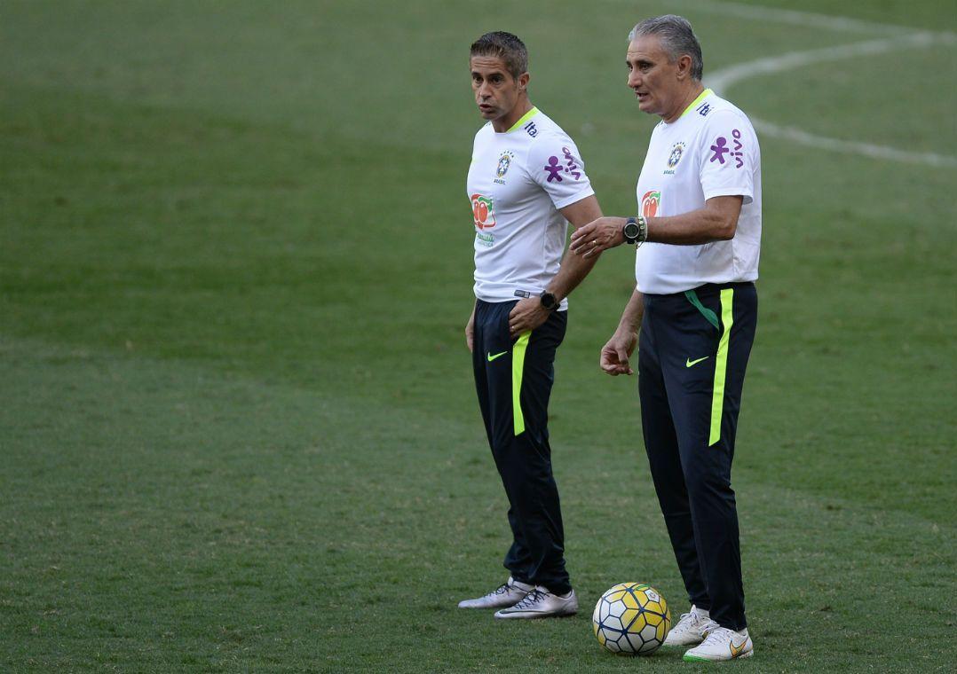 Sylvinho vai assistir Porto x Juventus para acompanhar jogadores