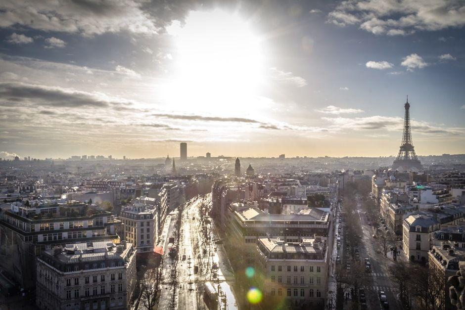 Terrorismo faz com turistas deixem de ir a Paris em 2016
