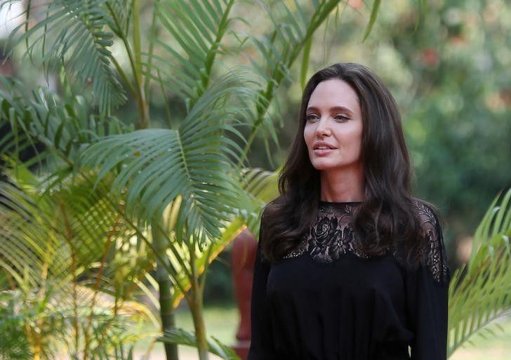 Angelina Jolie estreia como professora e revela nervosismo