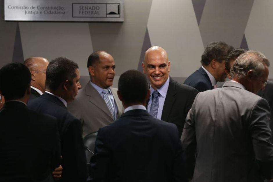 Senado aprova indicação de Alexandre de Moraes para vaga no STF