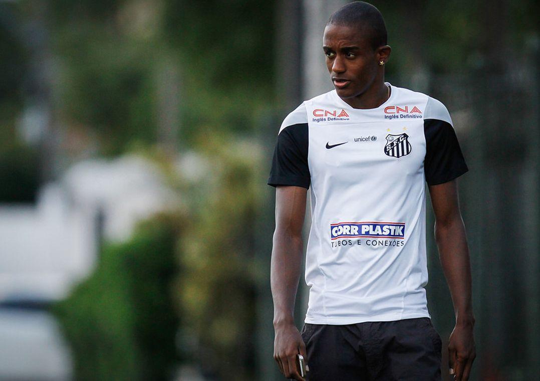 Caju sofre grave lesão e desfalca o Santos no restante do Paulistão