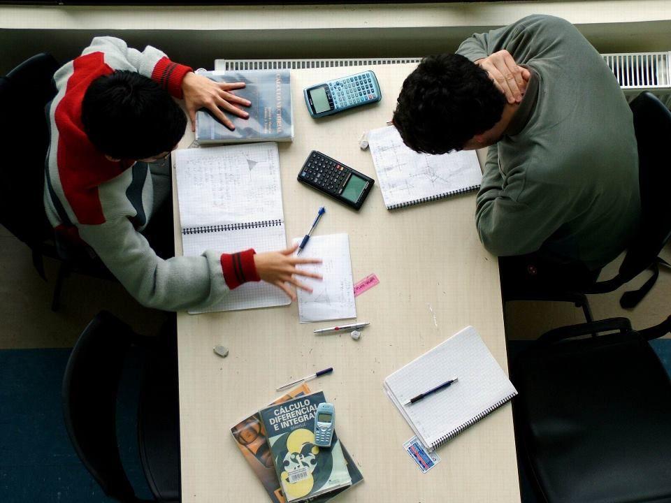 Metade dos professores não consegue cumprir conteúdo planejado