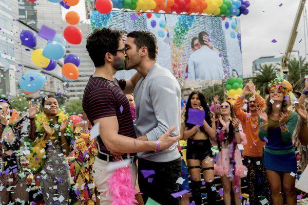 Netflix libera imagens de Sense8 na Parada Gay em São Paulo