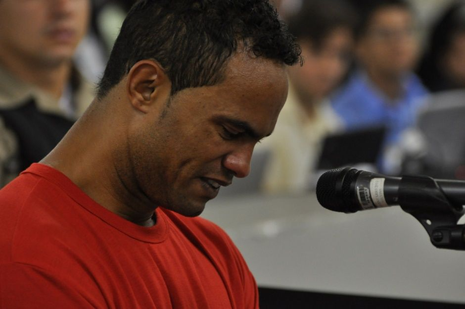 Ex-goleiro Bruno se apresenta à Justiça de Belo Horizonte