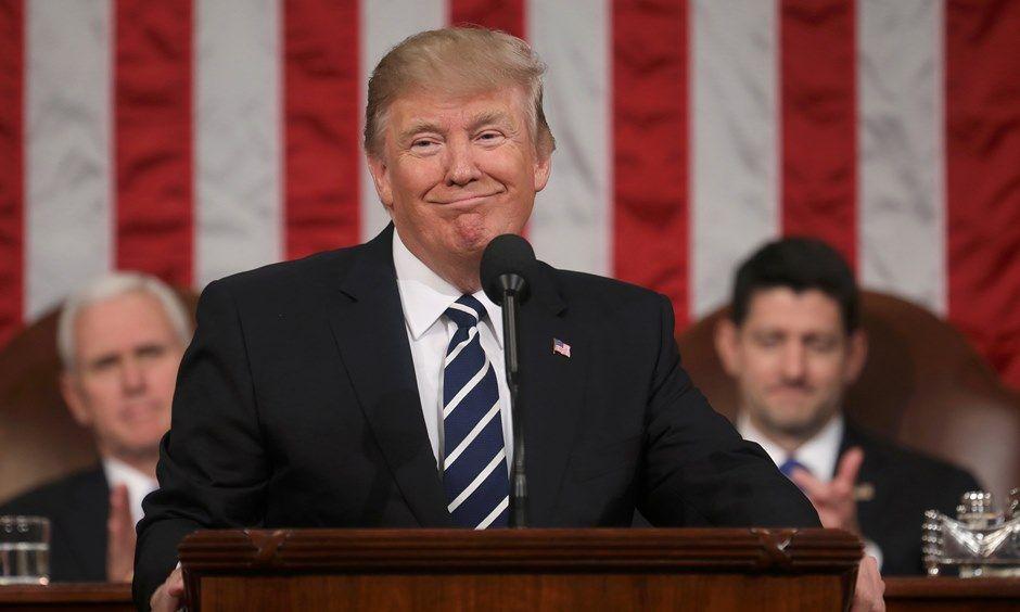 Otimista, Trump realiza 1º discurso no Congresso