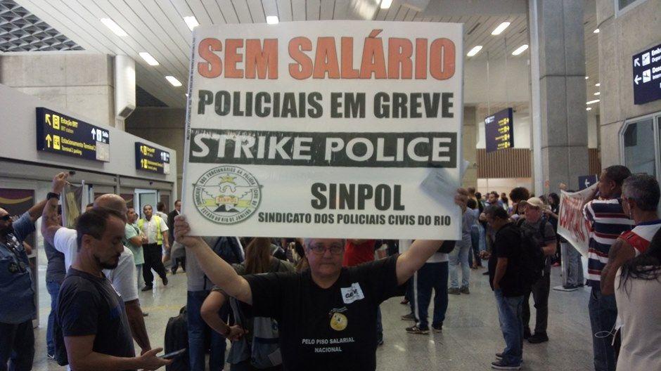 Policiais civis do Rio recebem hora extra, mas mantêm greve