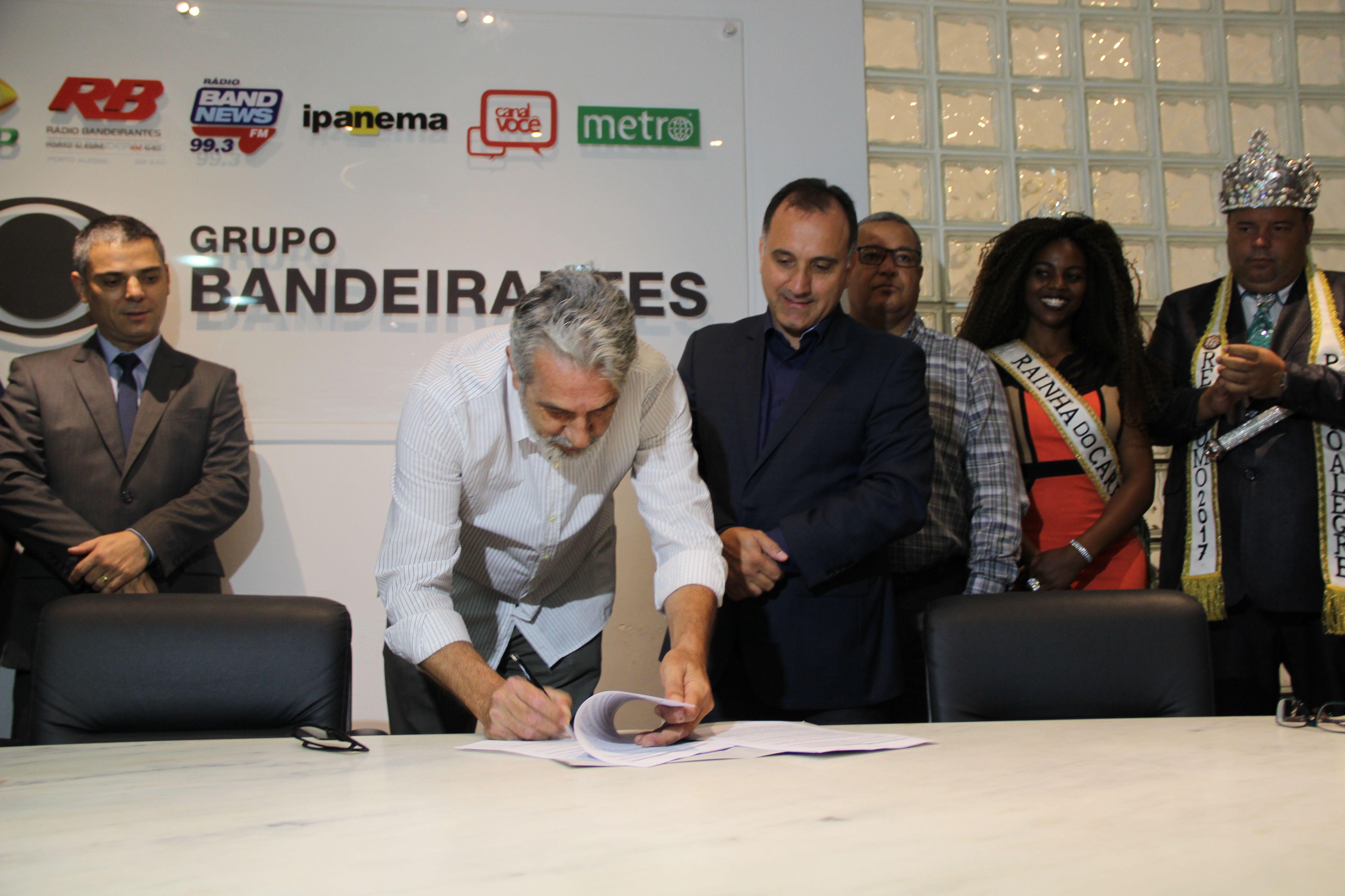 Contrato foi assinado na manhã desta sexta-feira / Igor de Almeida/Band