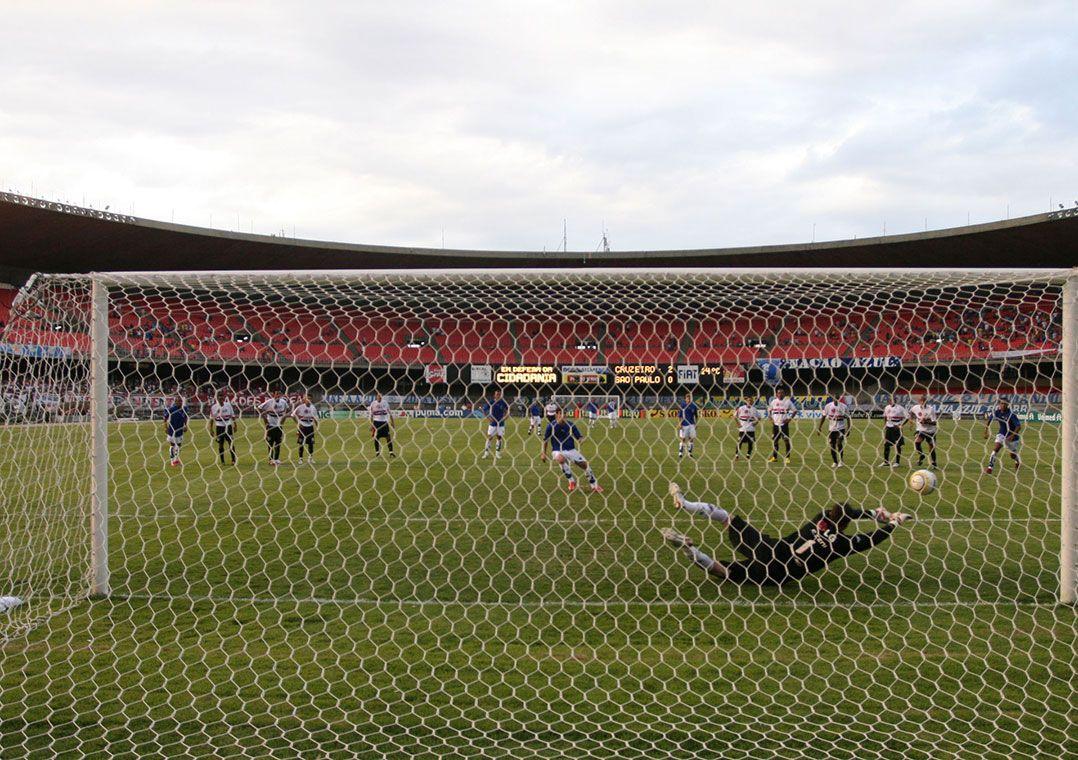 1cfbd7f2b4 Rogério Ceni defende pênalti cobrado por Wagner do Cruzeiro