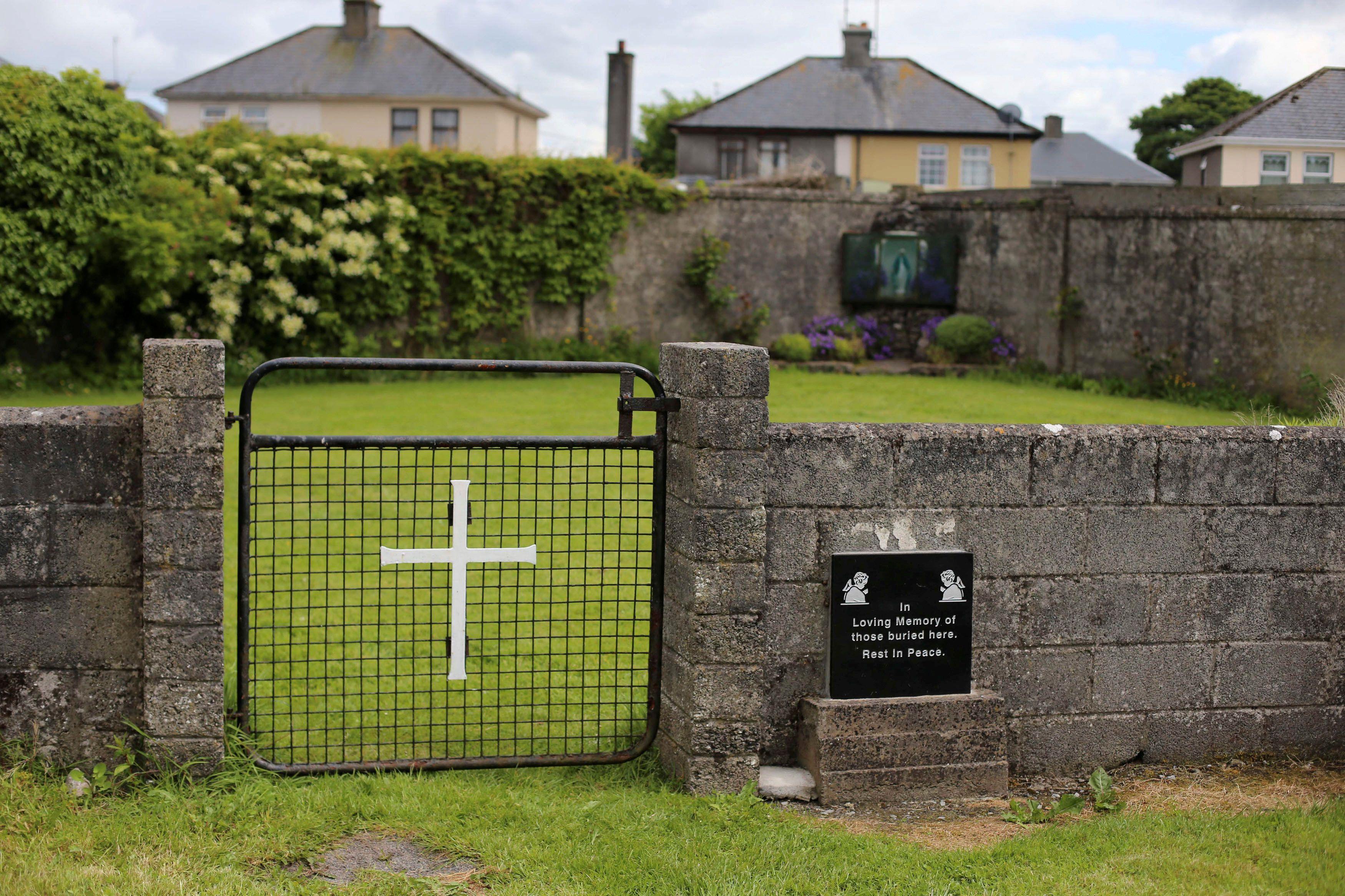 Fossa com 800 bebês é encontrada em orfanato católico na Irlanda