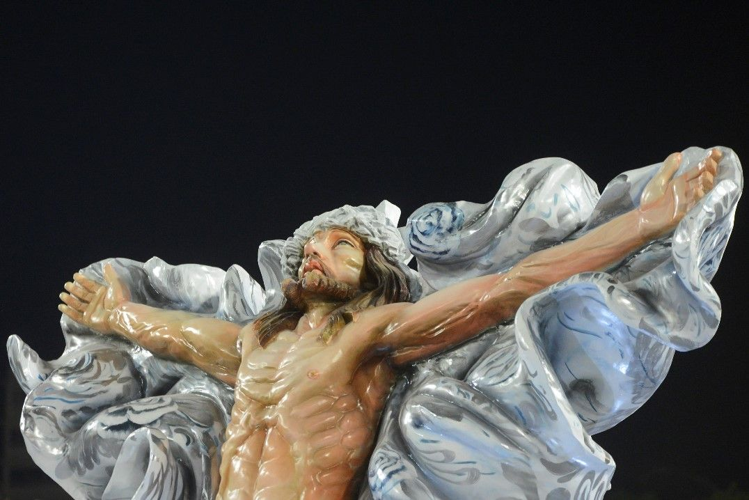 Pressionada pela Igreja, Mangueira tira imagem de Cristo de desfile