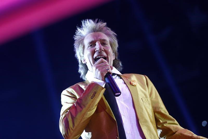 Rod Stewart pede desculpas por vídeo que lembra execução do EI