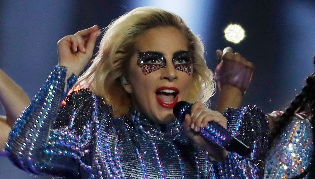 Lady Gaga comenta vídeo de Carnaval no Brasil