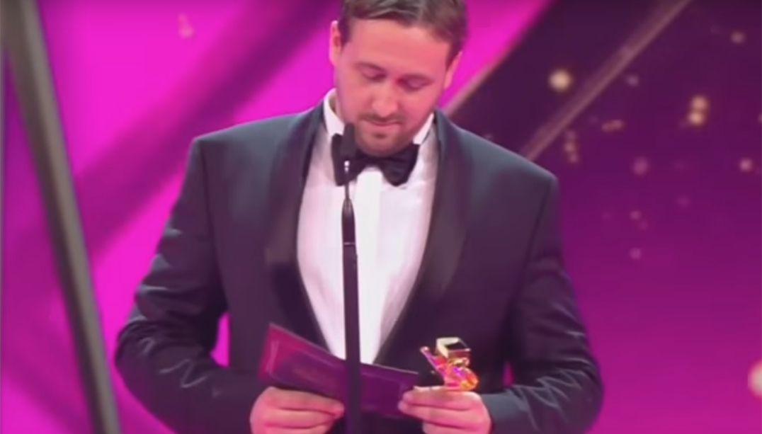 Comediante se passa por Ryan Gosling em premiação