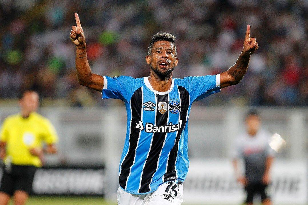 Léo Moura renova contrato com o Grêmio aos 38 anos - Band.com.br 743ca9352c91e