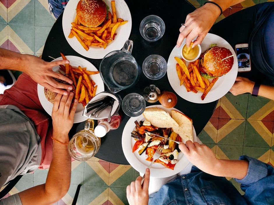 Comer fora de casa está 8% mais caro, segundo pesquisa
