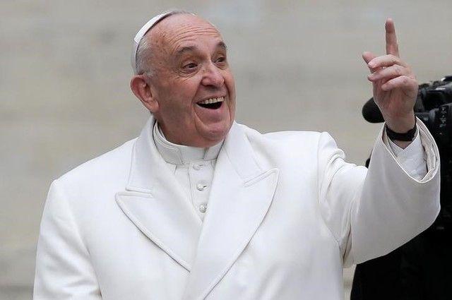Papa Francisco se diz aberto a ordenação de homens casados