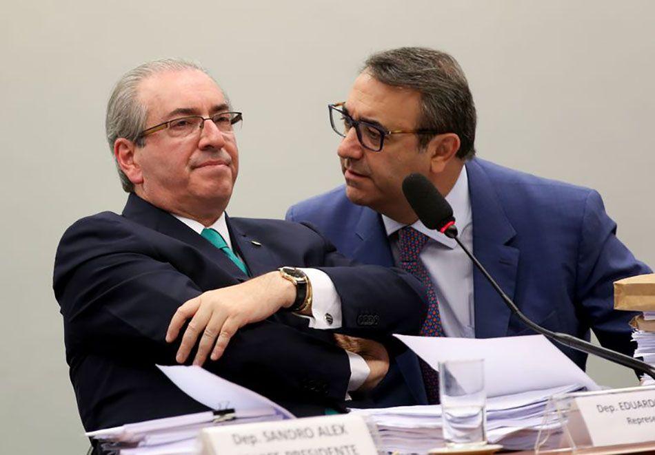 Mesmo preso, Cunha mantém influência em Brasília