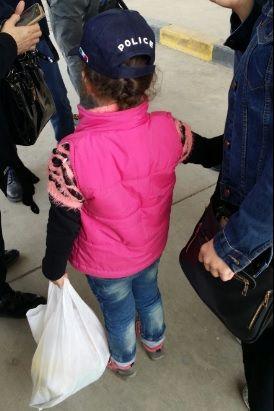 Raptada há 5 anos, menina síria volta para mãe na Itália