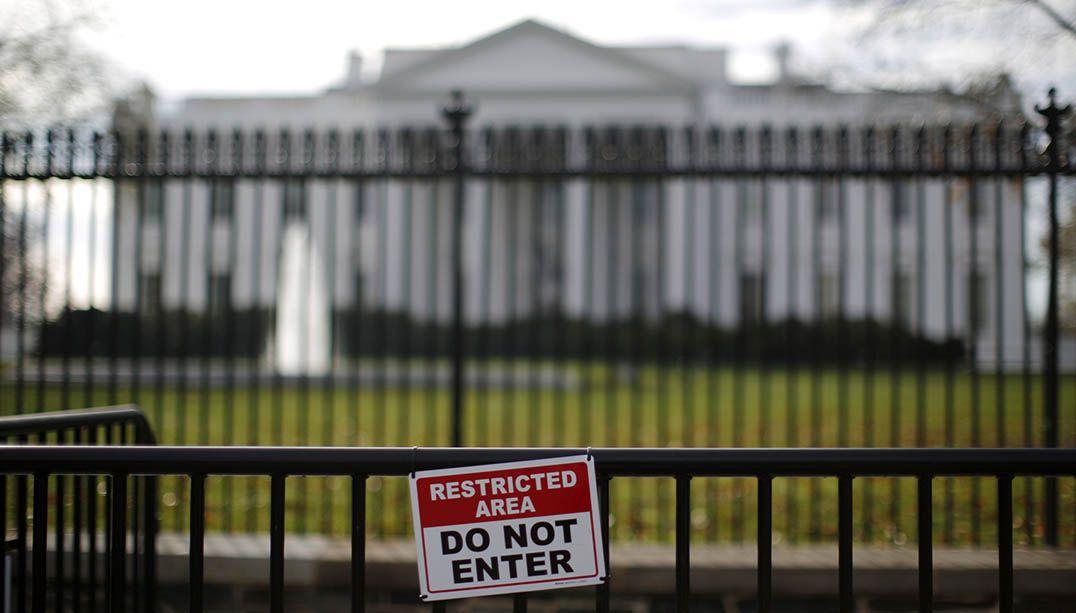Suspeito é preso após escalar cerca da Casa Branca